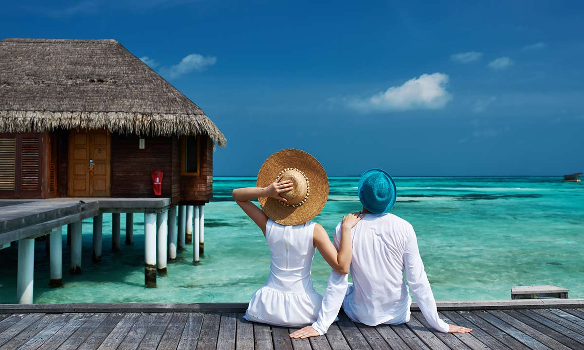 couple-on-honeymoon-in-maldives