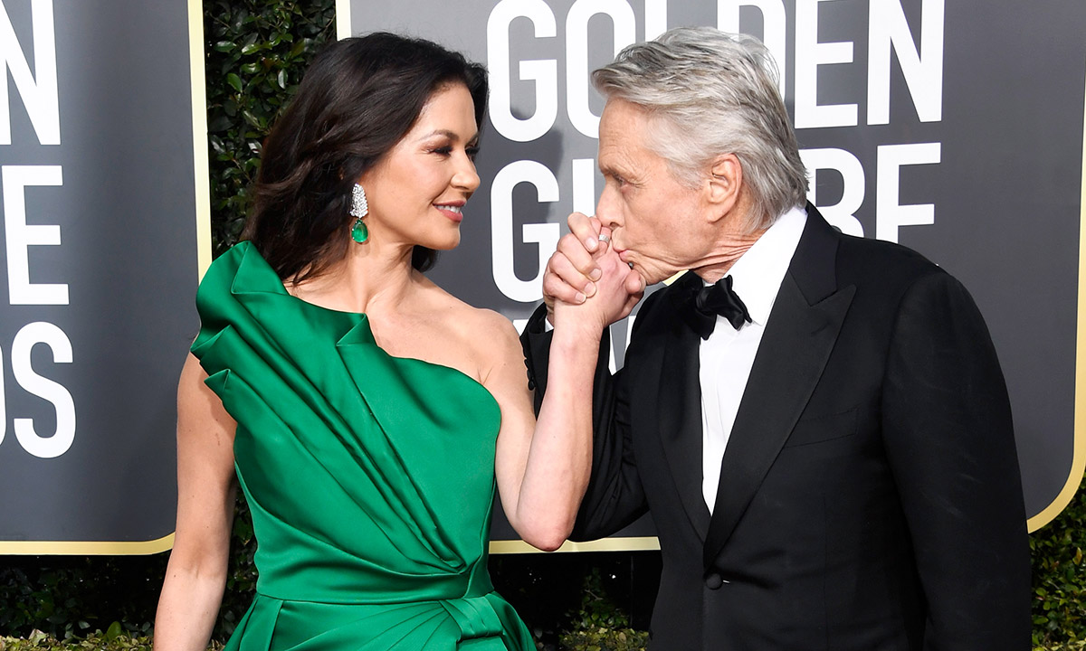 catherine-zeta-jones-michael-douglas-kiss