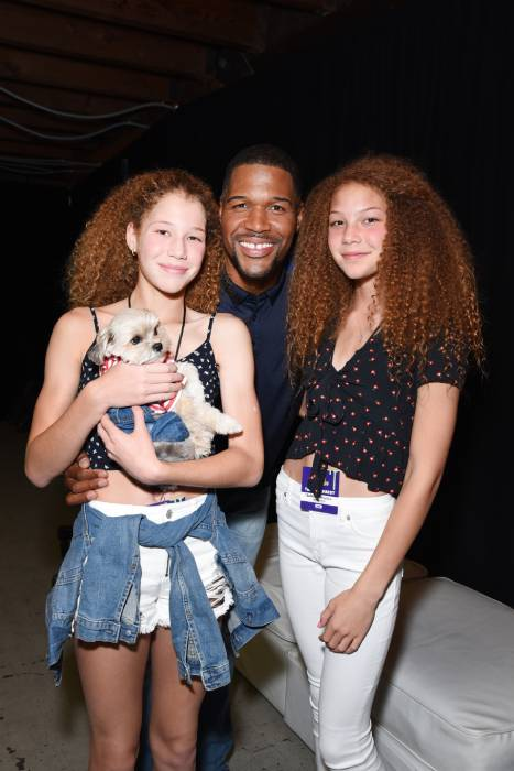 gma-michael-strahan-with-twin-daughters