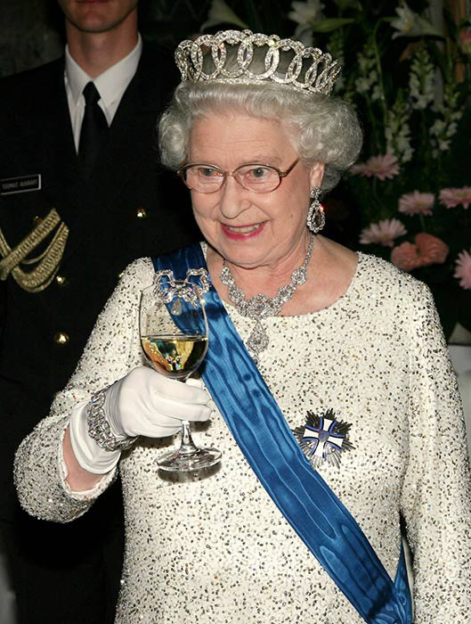 the-queen-drinks