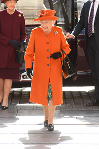 the queen wearing gucci style loafers