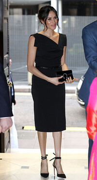 meghan-markle wearing a black gucci clutch bag
