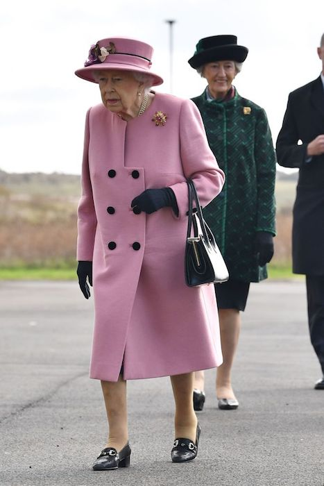 the-queen-pink-outfit-engagement