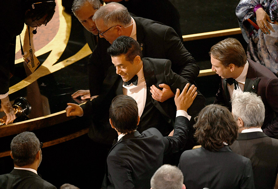 rami-malek-helped-after-fall-oscars