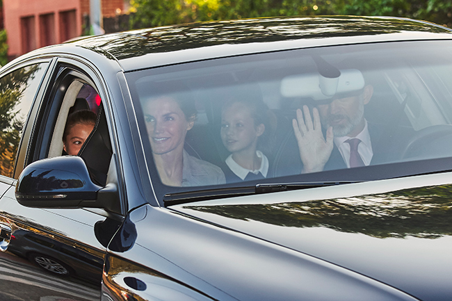 queen-letizia-dropping-off-daughters-to-school