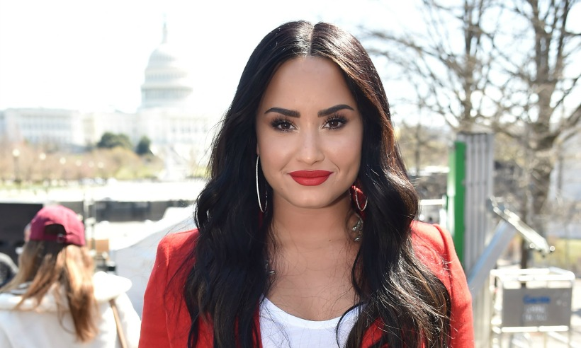 demi lovato new hair style demi lovato debuts stylish new bob haircut but is it a wig 7290