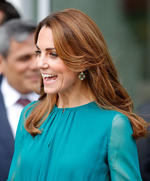 kate-middleton-aga-khan-centre-hair