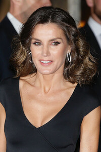 Queen Letizia glam hair and makeup picture with bouncy curls