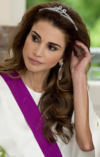 Queen Rania glam hair and makeup picture
