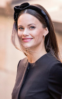 Princess Sofia wearing a headband with glam hair and makeup
