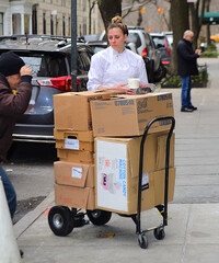 meghan-markle-receives-cotton-candy-machine