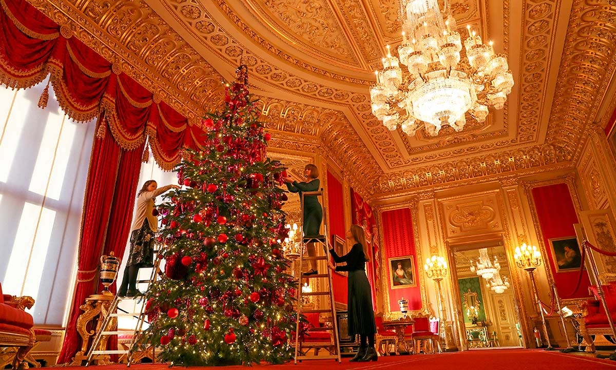 The Queen has transformed Buckingham Palace for Christmas: see photos   HELLO!