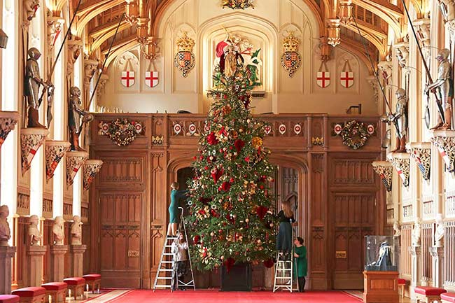 The-Queen-Christmas-tree-windsor-castle