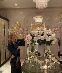 kelly-ripa-foyer-hall