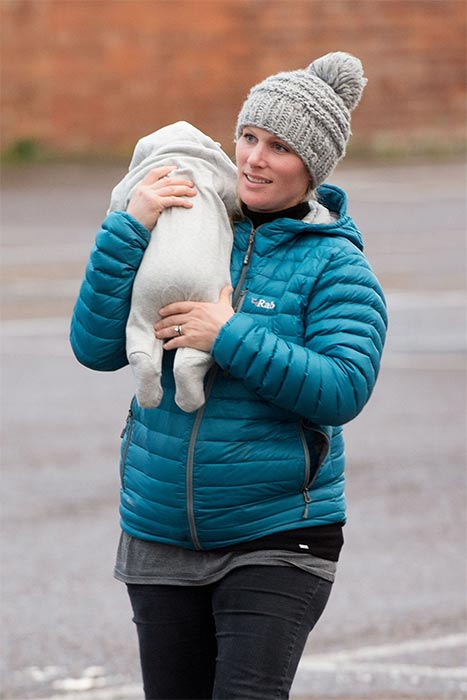Zara Phillips take Mia to her first rugby game - Photo 1