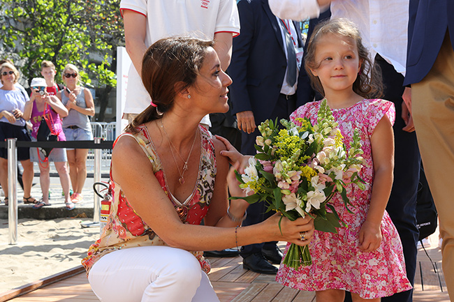 Princess Marie holding flowers with her daughter