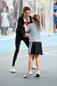 kate-middleton-helps-young-girl-on-tennis-engagement