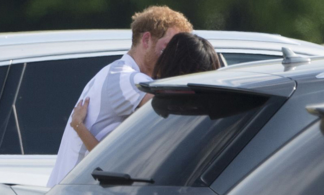 prince-harry-kissing-meghan-markle
