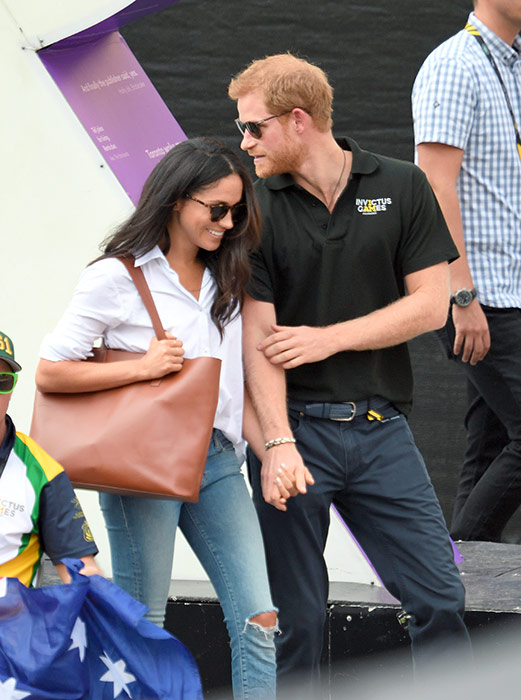 prince-harry-kiss-meghan-markle