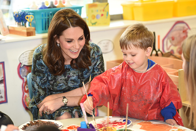 kate-middleton-place2be-school-young-boy