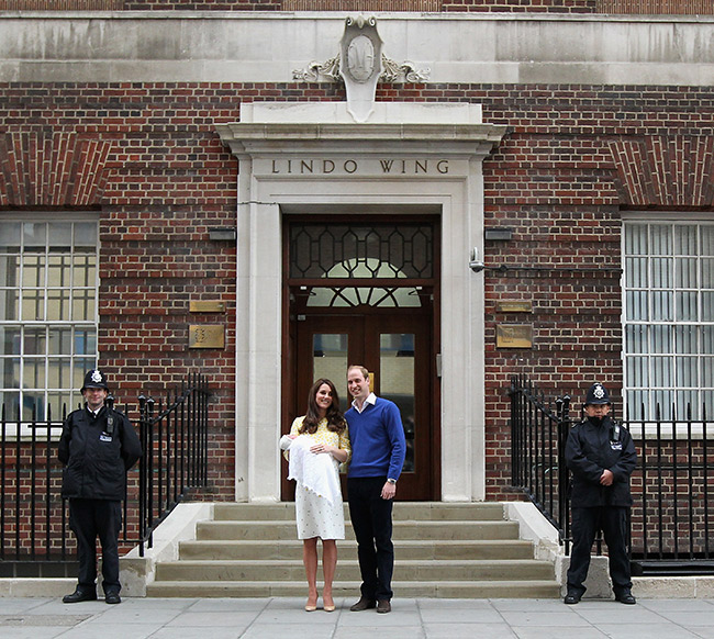 prince-william-kate-middleton-lindo-wing-steps-princess-charlotte