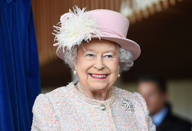 queen-elizabeth-smiling