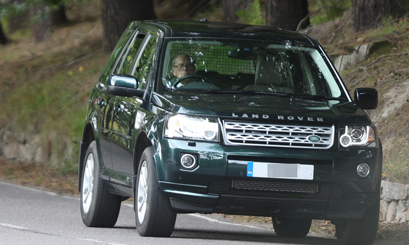 Range Rover Charlotte >> Prince Philip, 97, in high spirits as he takes solo drive ...
