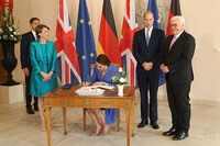 kate-middleton-signing-guest-book-in-germany