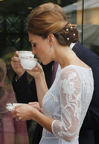 kate-middleton-drinking-tea