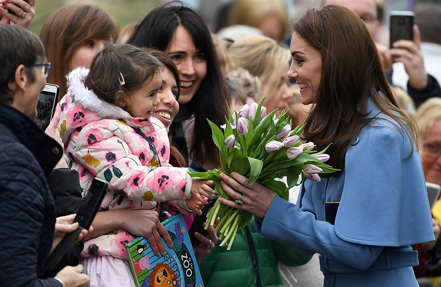 kate-middleton-received-flowers