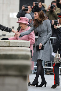 kate and queen shake hands