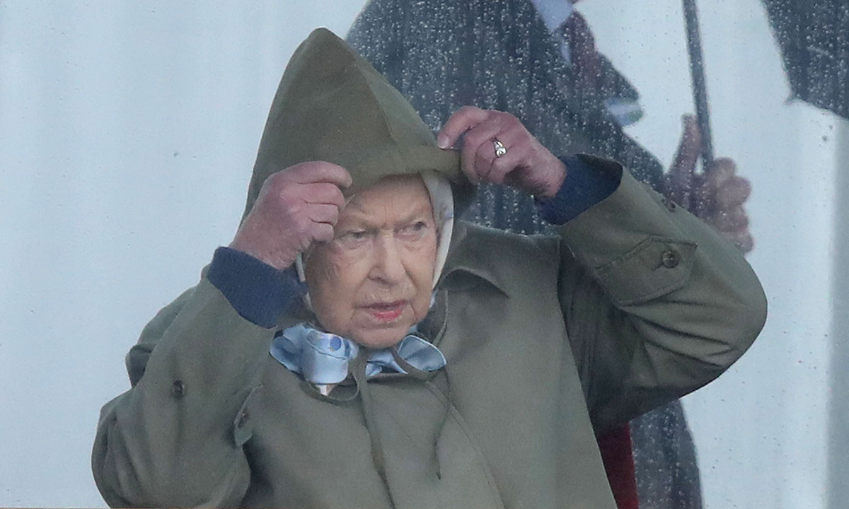 the queen at royal windsor horse show