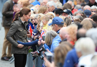 kate-middleton-meets-baby-crowd