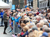kate-middleton-meets-crowds