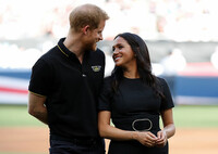 harry-and-meghan-posing-pitch