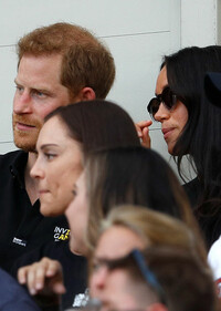 harry-and-meghan-watching-the-game