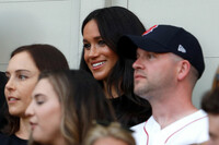 meghan-markle-watching-the-game
