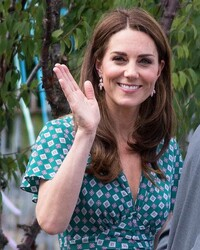 kate-middleton-hampton-court-garden-photo