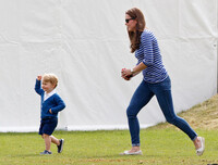 Prince George running with Kate