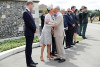 kate-middleton-kiss-prince-charles