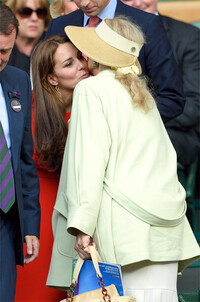 kate-middleton-kissing-wimbledon