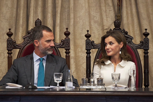 Queen-Letizia-and-King-Felipe-at-table-