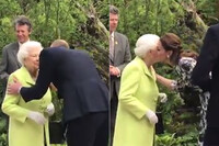 queen-at-chelsea-flower-show