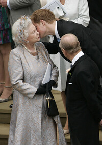 the-queen-kisses-prince-harry