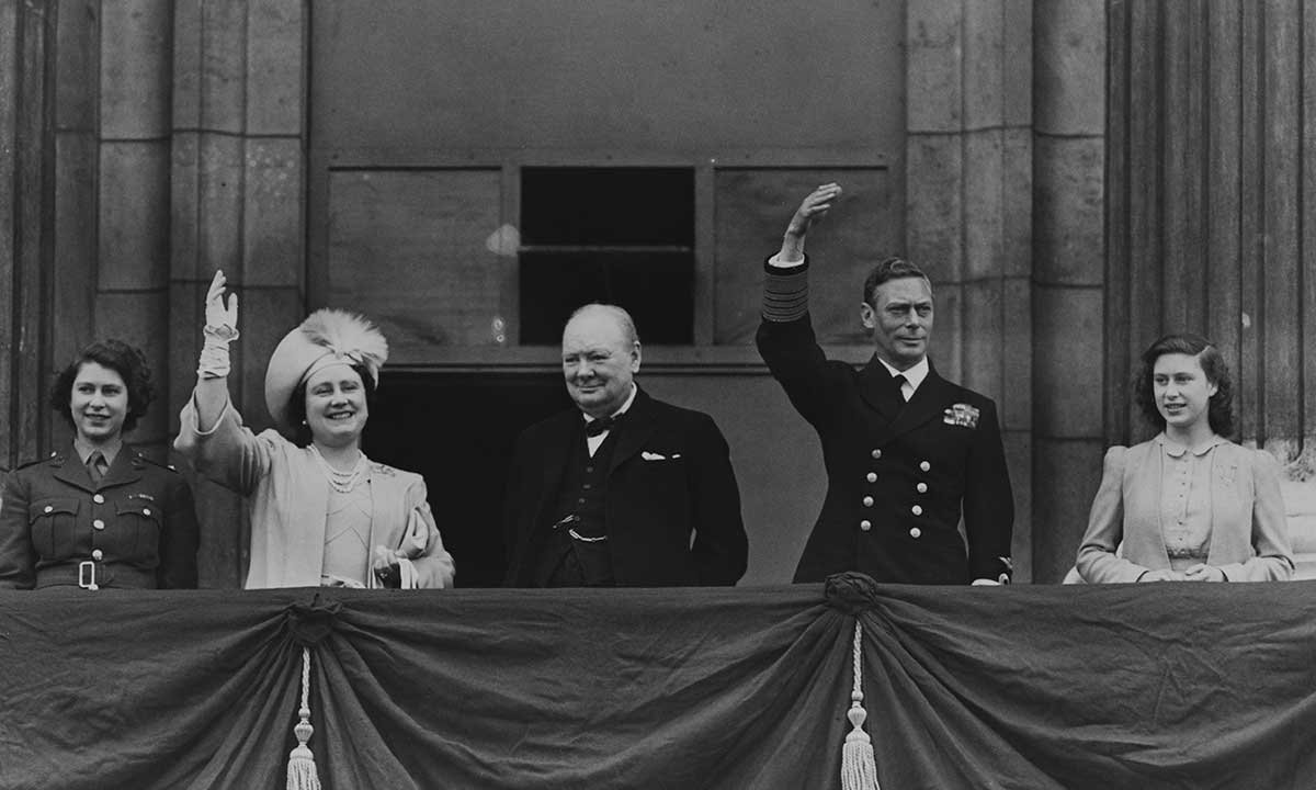 Why the Queen and Princess Margaret were not evacuated during World War II