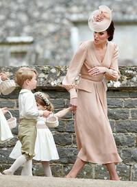 kate-middleton-telling-prince-george