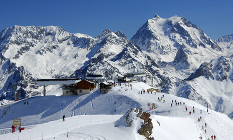 Top 10 A-listers' ski resorts
