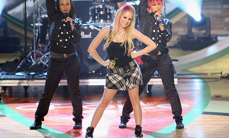 "Avril donned a schoolgirl-chic ensemble while singing ""Girlfriend"" at the 2007 Teen Choice Awards."