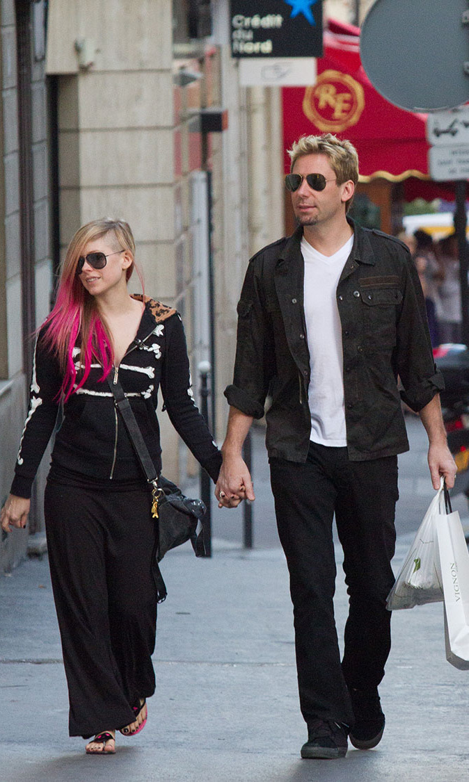 Avril and future-husband Chad Kroeger are a perfect pair as they were spotted going for a romantic stroll in Paris in 2012.