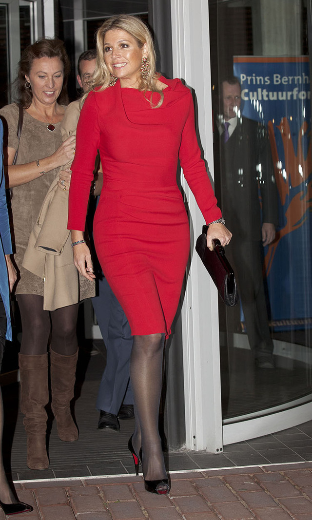 Queen Máxima of The Netherlands knows that a simple frock that hugs all the right curves can do wonders - especially with a pop of colour. Here, she attended an event in Amsterdam in Nov. 2011, but we'd revive the look for an office party.